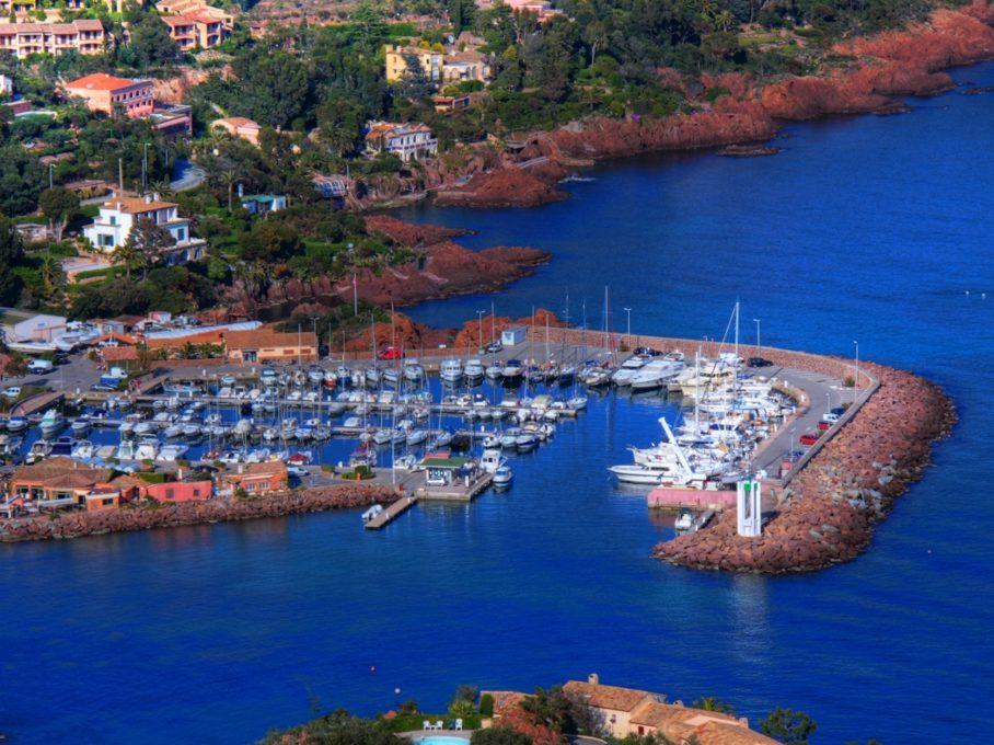 Vue du port de Trayas