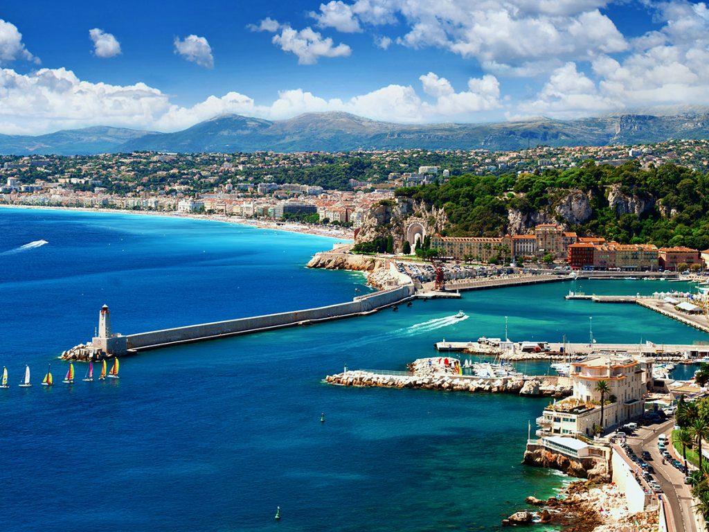 Vue du port de Nice et du chateau