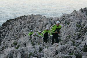 Les quatre pionniers de l'Ultraswimrun courent dans les rochers du Cap Ferrat